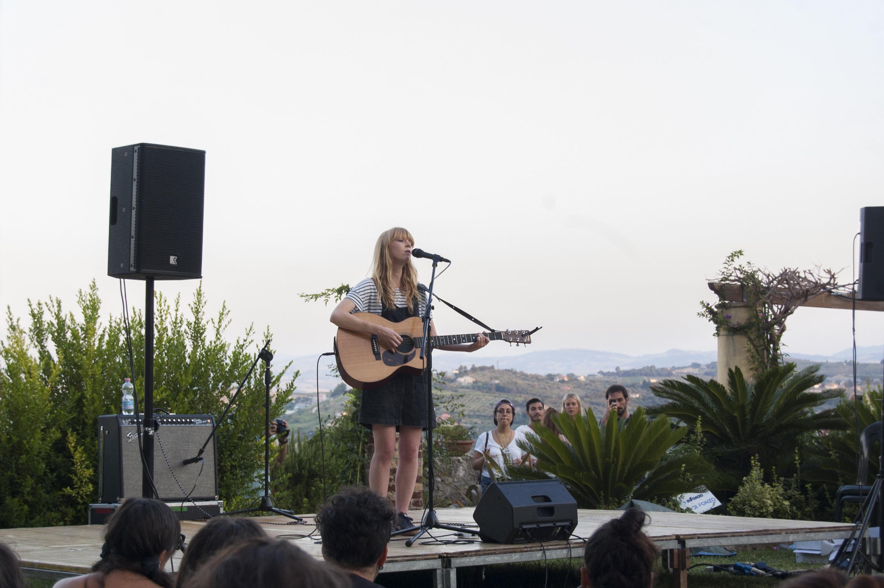 Lucy Rose@Giardini d'Avalos (2)-min