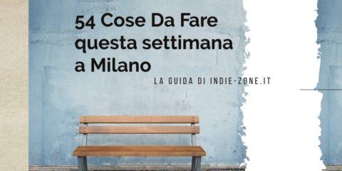 Una panchina marrone e una scritta 54 cose da Fare QUesta settimana a Milano